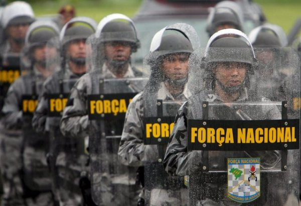 Member of the elite Brazilian National Public Security Force in training, 2007 (EPA/Antônio Lacerda)